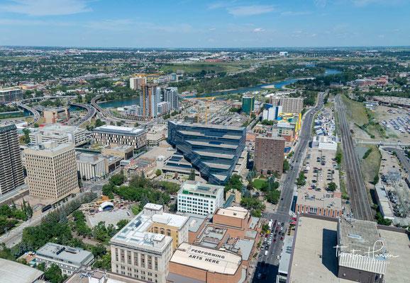 Trotz der seit den 1980er Jahren vorangetriebenen Diversifizierung ist Calgarys Wirtschaft nach wie vor stark durch die Gas- und Mineralölindustrie geprägt.