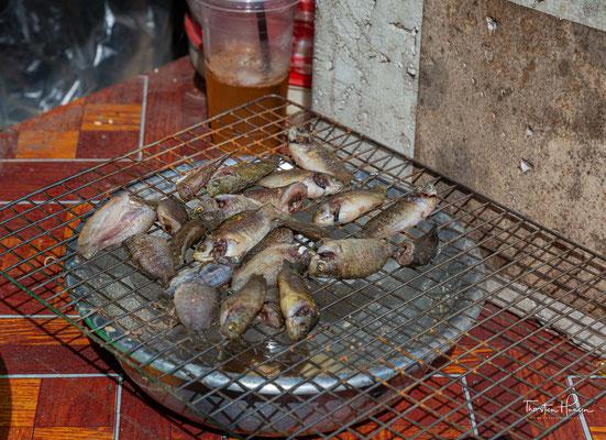 Die Meeresfrüchte kann man kiloweise mitnehmen oder sich direkt vor Ort grillen lassen und auf einem der Plastikstühlchen verspeisen