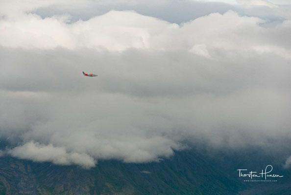 Häufig erreichen orkanartige Stürme mit Windgeschwindigkeiten über 120 km/h den Berg, die sich über den Aleuten bilden und durch pazifische Hochdruckgebiete nach Alaska gelenkt werden.