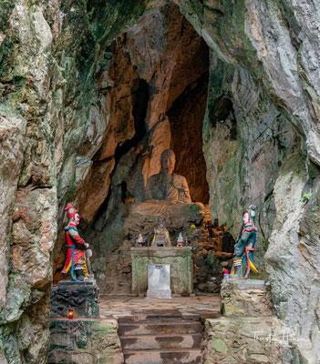 Buddhistische Huyen Khong Grotte in den Marmorbergen