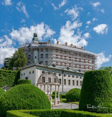 Ambras war die Burg der Grafen von Dießen-Andechs, deren Vorfahren schon im 10. Jahrhundert dort ad umbras (im Schattigen) residierten