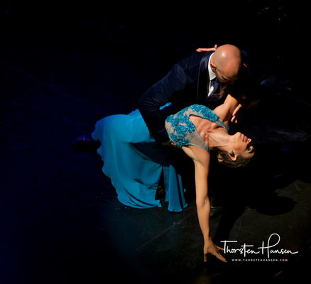 Dabei hat der Tango auch in der Dichtung und im Gesang eigenständige Ausdrucksformen hervorgebracht.