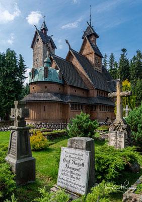 Der König ließ die Kirche in der Stadt Karpacz im Powiat Jeleniogórski in Niederschlesien (Dolny Śląsk) im polnischen Riesengebirge aufbauen.