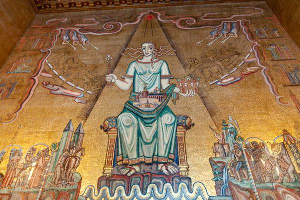 """Der byzantinisch inspirierte Goldene Saal: Mosaik der """"Königin des Mälarsees"""". Vergabeort des Nobelpreises"""