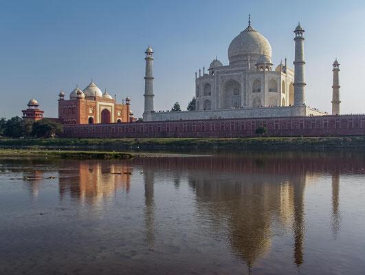 Beteiligt waren über 20.000 Handwerker aus vielen Teilen Süd- und Zentralasiens und verschiedene Architekten,