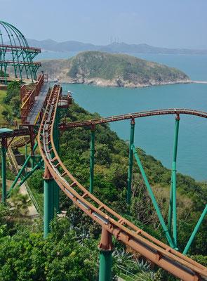 Seit seiner Eröffnung im Jahr 1977 zählt der Ocean Park Hong Kong mit seinen Tiergehegen, Ozeanarien, Fahrgeschäften und Shows zu einer der beliebtesten Attraktionen für Groß und Klein.