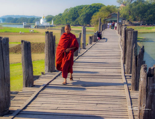 Die U-Bein-Brücke (Birmanisch: ဦးပိန် တံတား) ist ein Fußgängerübergang, der den Taungthaman-See in der Nähe von Amarapura in Myanmar quert. Die 1,2 Kilometer lange Brücke wurde um 1850 erbaut und gilt als älteste und längste Teakholz-Brücke der Welt