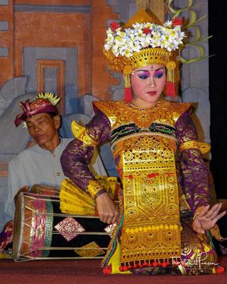 Balinesischer Tanz hat sich durch den Tourismus jedoch verändert und ist von der eigentlichen Form abgewichen.