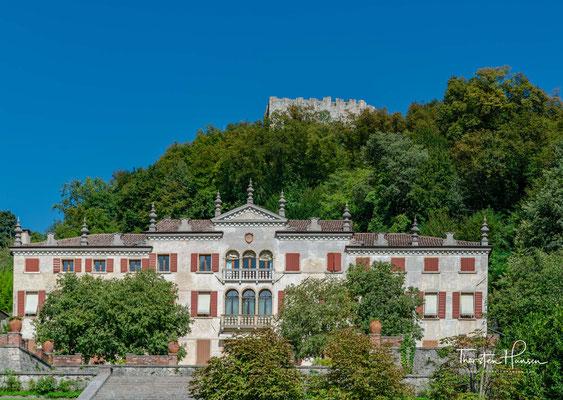 Die Villa Scotti-Pasini aus dem 17. Jahrhundert mit ihren hängenden Gärten war der Wohnsitz von Robert Browning. Er schätzte den Blick als eines der schönsten Panoramen, die er je gesehen hatte.