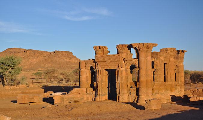 Der Apedemak-Tempel von Naqa mit dem Kiosk