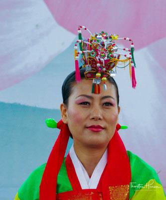 Talchum (koreanisch: 탈춤) ist ein traditioneller koreanischer Maskentanz, wobei in seiner Darbietung durch Tanz, Gesang, musikalische Begleitung und....