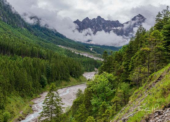 Wanderung durch das Johannestal, mit Blick zu den Laliderer Wänden 2620 m ü. A