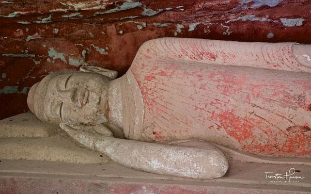 Der Bingling-Tempel  炳靈寺石窟, mit seinen Höhlen der Zehntausend Buddhas am Nordufer des Liujiaxia-Stausees am Gelben Fluss