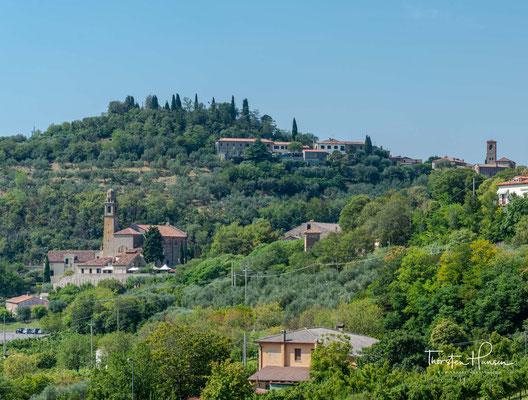 Arquà Petrarca liegt zwischen Padua und Ferrara in der Nähe der antiken Via Adriatica mit 1842 Einwohnern und ist Mitglied der Vereinigung I borghi più belli d'Italia (Die schönsten Orte Italiens).