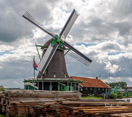 Dieser Galerieholländer wurde zwischen 2005 und 2007 nach Originalplänen einer Mühle von 1680 komplett neu aufgebaut.