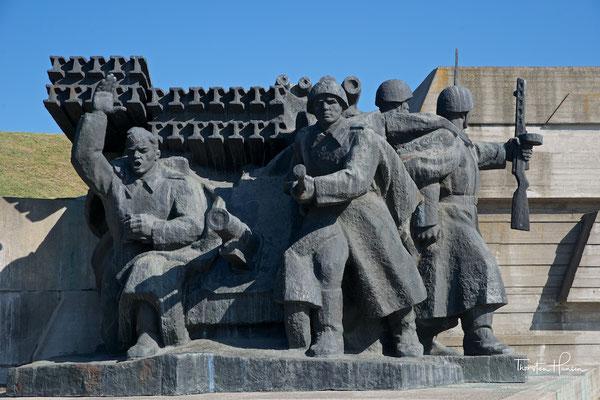 ....an der sowjetischen Grenze gegen die deutsche Invasion zum Ausdruck bringen.