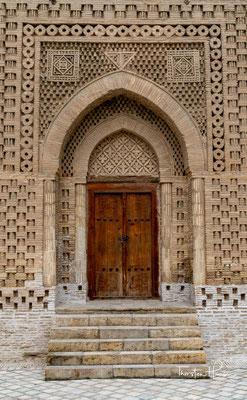 Es ist insofern kulturgeschichtlich bedeutend, als die islamische Weltanschauung die architektonische Verzierung von Gräbern verbietet.