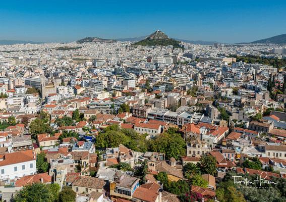 Die Plaka (griechisch Πλάκα Pláka) ist einer der ältesten Stadtteile Athens am Fuß der Akropolis. Sie liegt zwischen den Metrostationen Akropolis und Monastiraki und grenzt an Psirri und die heutige Innenstadt.