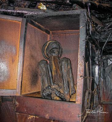Nach seinem Tod beschloss die Dorfgemeinschaft, seinen Leichnam zu mumifizieren. In der Regel verbrennen die Danis ihre Toten.