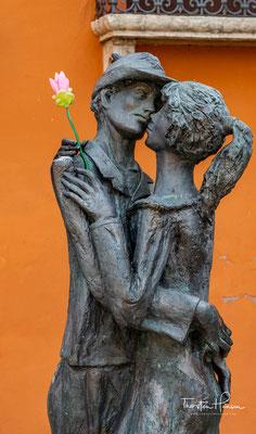 Auf der Brücke von Bassano dort haben wir uns die Hand gegeben, dort haben wir uns die Hand gegeben und 'nen Liebeskuss.