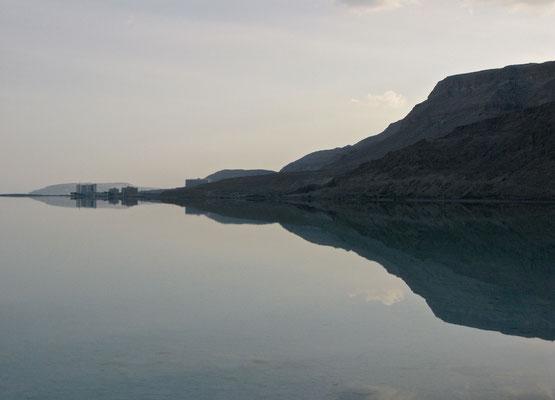 Spiegelungen des Toten Meeres
