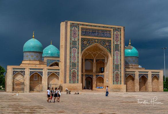 Die Medresse Barak Chan (usbekisch Baroqxon madrasasi) in Taschkent wurde im 15. und 16. Jahrhundert aus Gebäuden zusammengestellt, die zu verschiedenen Zeiten gebaut wurden.