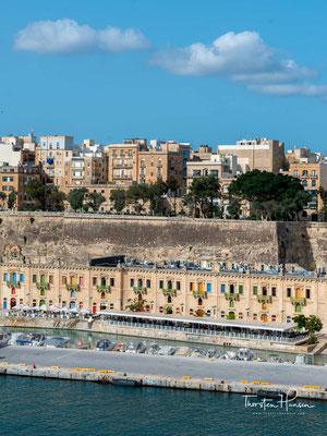 Dieser Bericht enthielt die Empfehlung, eine neue befestigte Stadt auf der Halbinsel Sciberras zu errichten, anstatt bestehende Befestigungsanlagen in anderen Teilen der Insel wiederaufzubauen.