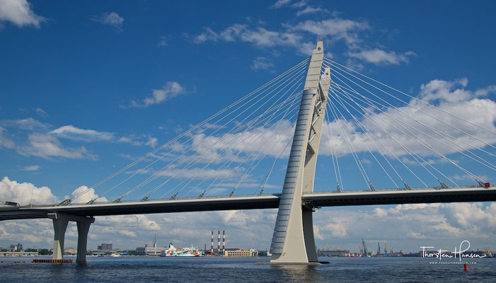 Ring Brücke über die Newa