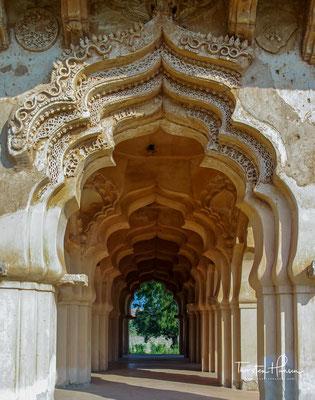 Es befindet sich im Zenana-Schloß und war höchstwahrscheinlich ein geselliger Ort für die Frauen in der königlichen Familie.