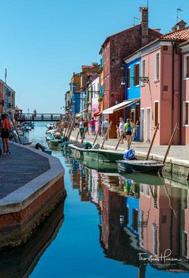 Der Rio della Giudecca wird von seinen farbenfrohen Häusern begrenzt.