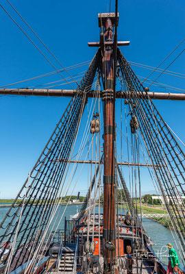 Wegen der kurzen Lebensdauer des Schiffes sind zudem nur wenige Abbildungen vorhanden. Die Details des Nachbaus wurden daher mit Hilfe archäologischer Forschungsergebnisse und nach historischen Beschreibungen ähnlicher Schiffe dieser Zeit ergänzt