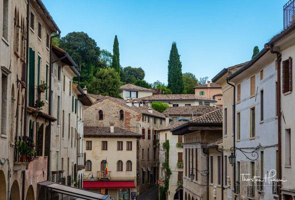Asolo, ein faszinierender Ort auf den sanften Hügeln der Gegend, war das Reiseziel von Poeten und Schriftstellern, Künstlern und Reisenden, die dort Inspiration und Harmonie fanden.