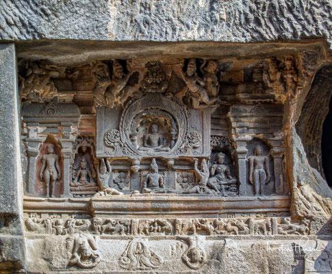 Die buddhistischen Höhlen entstanden etwa zur gleichen Zeit wie die hinduistischen Höhlen und mit dem Bau der jainistischen wurde ca. 200 Jahre später begonnen.
