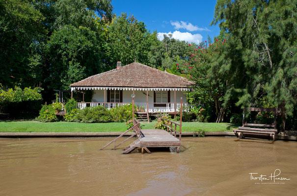 Eines der typischen Sommerhäuser im Tigre-Delta
