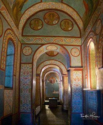 Die Kathedrale diente auch als Bestattungsort der Kiewer Fürsten. Als wichtiges Grabmal hat sich der Sarg von Jaroslaw dem Weisen bis heute erhalten, der hier 1054 beigesetzt wurde.