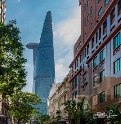 Der Bitexco Financial Tower ist ein Wolkenkratzer im District 1 von Ho-Chi-Minh-Stadt, Vietnam. Mit einer Höhe von 265,5 m war er bei seiner Fertigstellung 2010 das höchste Gebäude in Vietnam.