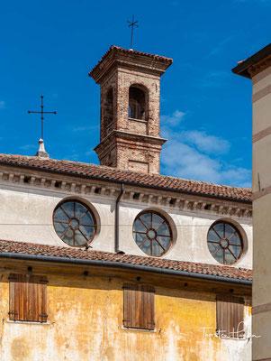 Bassano del Grappa. Bassano liegt an der Brenta auf einer Höhe von 129 m ü. NN, unmittelbar am südlichen Alpenrand am Eingang zum Suganertal.