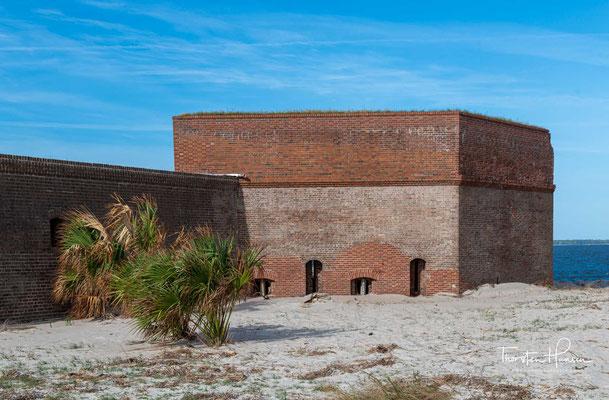 Deswegen wurde das alte Fort 1808 abgerissen und an seiner Stelle das Fort Jackson errichtet. Zu Beginn des Britisch-Amerikanischen Kriegs 1812 war es fertiggestellt.