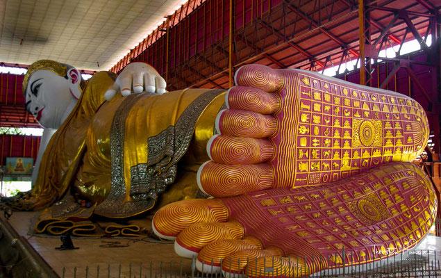 Der Chaukhtatgyi-Tempel ist eine buddhistische Tempelanlage in Yangon in Myanmar.Die Anlage beherbergt einen der größten liegenden Buddhas Myanmars. Die Längenangaben schwanken zwischen 66 m (englische Wikipedia) und 72 m