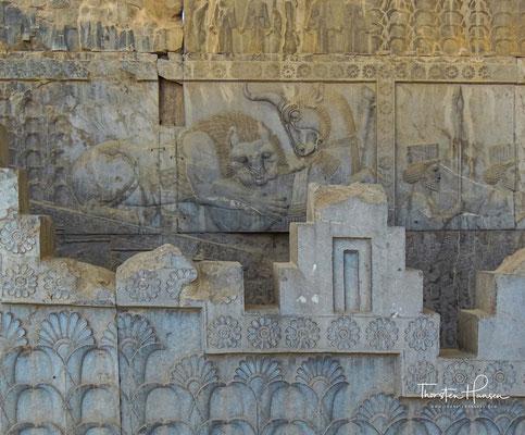 Die Achämeniden wählten dieses Motiv des Löwen und des Stieres gerade hier in Persepolis häufig. Es hatte für sie astrologische Bedeutung.