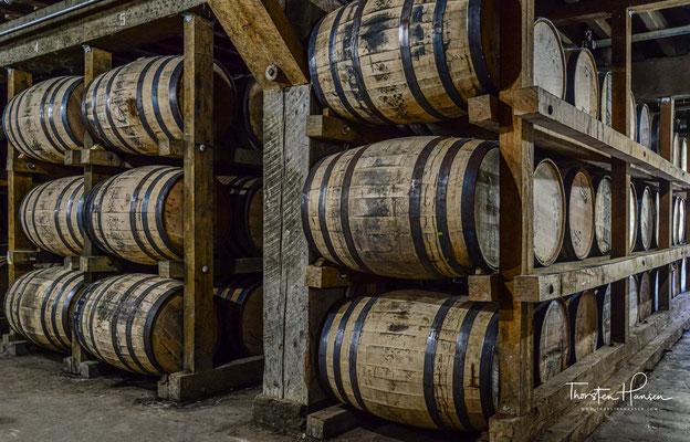Die Filterung durch Holzkohle wenden auch zwei andere Hersteller von Tennessee Whiskey an, George Dickel und Collier and McKeel; seit 2013 ist sie vor allem auf Betreiben des Jack-Daniel's-Mutterkonzerns Brown-Forman auch gesetzlich vorgeschrieben,