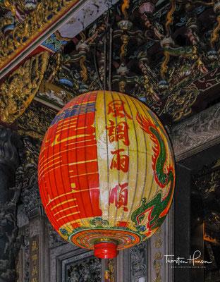 Sein Grundriss ist dem chinesischen Schriftzeichen 回 nachempfunden, im Zentrum des viereckigen Innenhofes befindet sich die Haupthalle des Tempels.