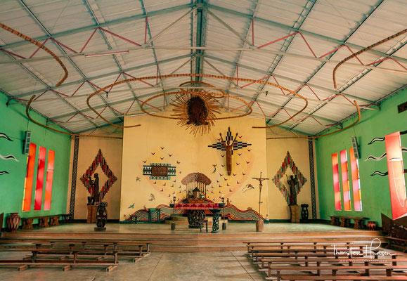 Das Kungoni Centre wurde 1976 von Father Claude Boucher Chisale gegründet, der vorher schon mit Künstlern in Nsipe zusammengearbeitet hatte.