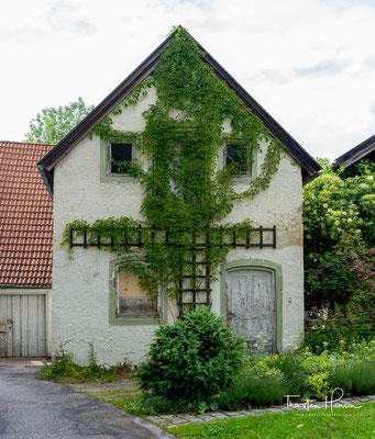 Als der Bauernknecht Caspar Riesch 1845 am Sauersberg bei Tölz durch Zufall eine Jodquelle entdeckt, legt er unbewusst den Grundstein für einen neuen Wirtschaftszweig: den Kurbetrieb.