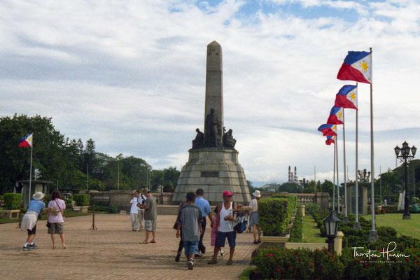 Kilometer Zero-Obelisk auf dem die Entfernungen zu den wichtigsten philippinischen Städte notiert sind im Rizal Park in Manila