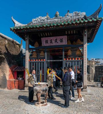 Im Jahre 1557 schenkte der chinesische Kaiserhof das heutige Areal von Macau an Portugal, um die Portugiesen für die Unterstützung im Kampf mit Piraten auszuzeichnen.