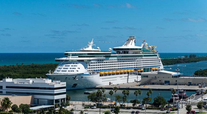 Die Adventure of the Seas ist ein Kreuzfahrtschiff im Eigentum der Royal Caribbean Cruises Ltd., von der Royal Caribbean International betrieben.