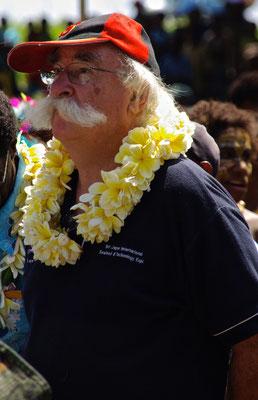 Hugo bei der Eröffnungszeremonie des Haus Tambaran im Dorf  Wombun am Sepik