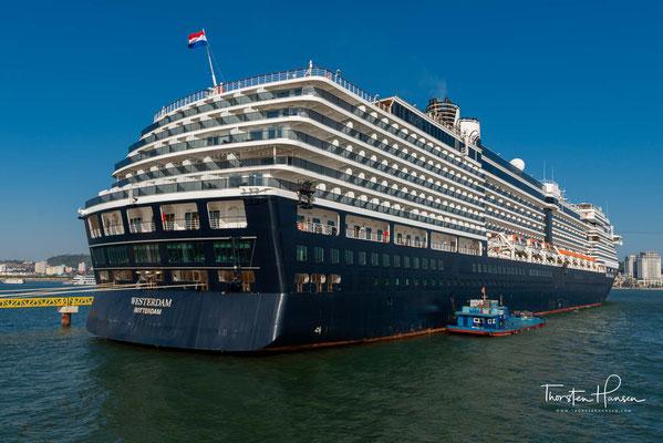 Taufpatin des Schiffes war die niederländische Schauspielerin Renée Soutendijk. Im selben Monat nahm es den Kreuzfahrtdienst auf.
