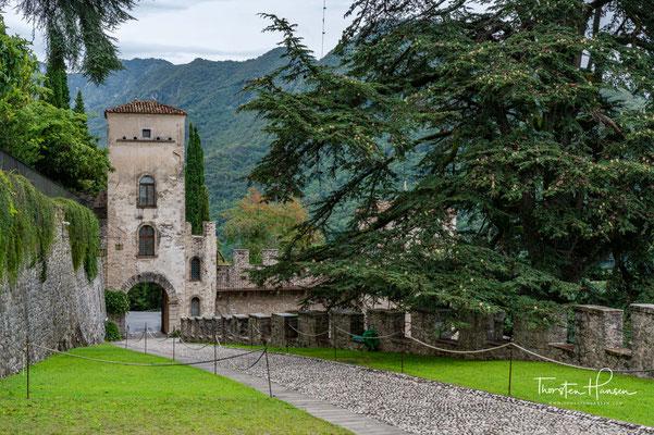 Ursprünglich gab es hier eine Garnison, die das Gebiet zwischen den Flüssen Piave und Livenza schützte, um den sicheren Bau des voralpinen Teils der Via Claudia Augusta, einer wichtigen römischen Straße, zu erleichtern verband das Tal des Po mit Rhätien